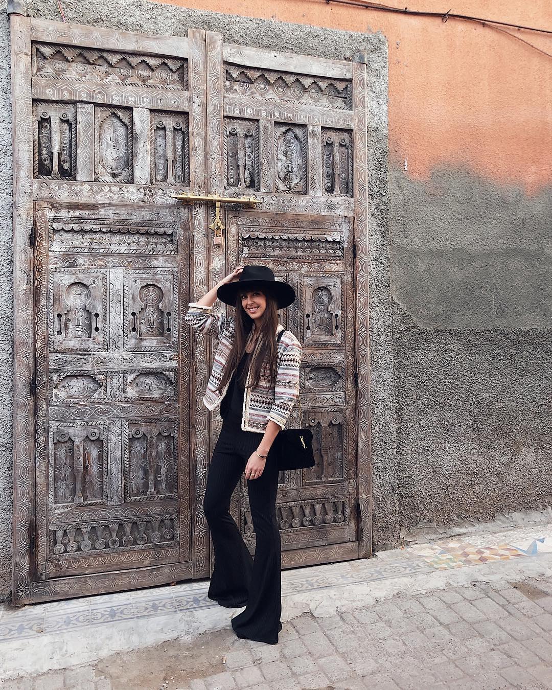 Nolwenn_creme porte notre veste Silex à Marrakech